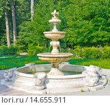 Купить «Ancient Fountain in Kuzminki Park, Moscow», фото № 14655911, снято 19 июня 2019 г. (c) PantherMedia / Фотобанк Лори