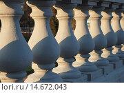 Купить «Фрагмент белой балюстрады», эксклюзивное фото № 14672043, снято 22 октября 2008 г. (c) lana1501 / Фотобанк Лори