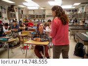 Купить «A San Clemente, CA, high school chemistry teacher passes out quizzes to her multiracial class. Note purple hair dye.», фото № 14748555, снято 10 апреля 2020 г. (c) age Fotostock / Фотобанк Лори