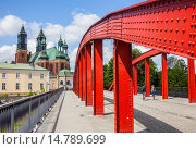 Купить «Access bridge to the Ostrow Tumski island, in background the cathedral, Poznan, Poland.», фото № 14789699, снято 25 января 2020 г. (c) age Fotostock / Фотобанк Лори