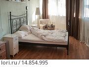 Купить «Расправленная кровать в спальне в утреннее время», фото № 14854995, снято 24 марта 2010 г. (c) Кекяляйнен Андрей / Фотобанк Лори