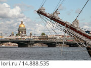 Купить «Бушприт парусного судна. Нева. Санкт-Петербург», эксклюзивное фото № 14888535, снято 9 июля 2009 г. (c) Александр Алексеев / Фотобанк Лори
