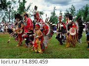 mohicans with headdress of feathers, cultural dress and face painting at the pow wow in the Kahnawake reservation, Canada, Queebec, Montreal. Стоковое фото, фотограф McPHOTO/R. Burch / age Fotostock / Фотобанк Лори
