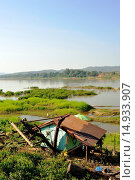 Купить «shanty and Mekong River, Chiang Khan, Thailand», фото № 14933907, снято 21 октября 2013 г. (c) age Fotostock / Фотобанк Лори