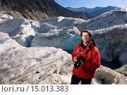 Купить «Caucasian middle age male holding a camera and standing in front of Mendenhall glacier near Juneau, Southeast Alaska, USA.», фото № 15013383, снято 18 февраля 2020 г. (c) age Fotostock / Фотобанк Лори