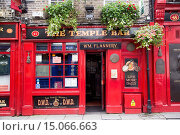 Купить «The Temple Bar, Temple Bar, Dublin, Leinster, Ireland.», фото № 15066663, снято 26 августа 2014 г. (c) age Fotostock / Фотобанк Лори