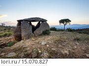 Vinyes Mortes I dolmen, megalithic tomb, Serra de Rodes, Parc Natural de Roses, Girona province, Catalonia, Spain. Стоковое фото, фотограф José Carlos Díaz / age Fotostock / Фотобанк Лори