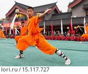 Купить «Shaolin Kung Fu student with a broad sword performing at the opening ceremony of Zhengzhou International Wushu Fetival in DengFeng, Henan, China 2014.», фото № 15117727, снято 19 октября 2014 г. (c) age Fotostock / Фотобанк Лори