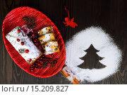 Штоллен — традиционная немецкая рождественская выпечка. Стоковое фото, фотограф Sergey Fatin / Фотобанк Лори