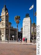 Australia, South Australia, Gelnelg, Glenelg Town Hall and War Memorial. Стоковое фото, фотограф Walter Bibikow / age Fotostock / Фотобанк Лори