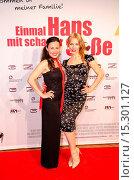 Idil Uener, Julia Dietze at the Premiere of Einmal Hans mit scharfer... (2014 год). Редакционное фото, фотограф AEDT / WENN.com / age Fotostock / Фотобанк Лори