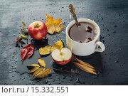 Купить «Листья, чашка чая на столе под дождем», эксклюзивное фото № 15332551, снято 19 ноября 2015 г. (c) Юрий Шурчков / Фотобанк Лори