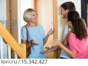 Mature woman visiting adult kids at their place. Стоковое фото, фотограф Яков Филимонов / Фотобанк Лори