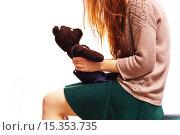 Девочка со старой игрушкой. Стоковое фото, фотограф Виктор Колдунов / Фотобанк Лори