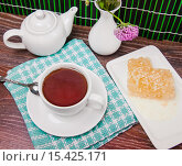Купить «Чай с мёдом», фото № 15425171, снято 6 октября 2015 г. (c) Алёшина Оксана / Фотобанк Лори