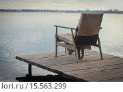 Одинокое кресло. Стоковое фото, фотограф Евгений Чуриков / Фотобанк Лори