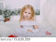 Купить «Девочка в нарядном белом платье», фото № 15639359, снято 5 декабря 2015 г. (c) Инга Макеева / Фотобанк Лори