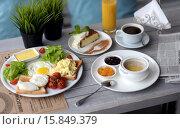 Завтрак в кафе. Стоковое фото, фотограф Ирина Океанова / Фотобанк Лори