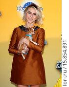 Купить «FOX'S CAUSE FOR PAWS: AN ALL-STAR DOG SPECTACULAR Featuring: Julianne Hough Where: Santa Monica, California, United States When: 22 Nov 2014 Credit: FayesVision/WENN.com», фото № 15854891, снято 22 ноября 2014 г. (c) age Fotostock / Фотобанк Лори