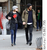 Купить «Emma Stone and Andrew Garfield out and about in the West Village. According to reports Garfield has grown his bushy facial hair for an upcoming drama,...», фото № 15867795, снято 25 ноября 2014 г. (c) age Fotostock / Фотобанк Лори