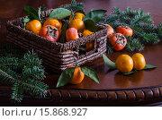 Корзина с мандаринами и хурмой. Стоковое фото, фотограф Ольга Данилова / Фотобанк Лори
