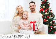 Купить «happy family at home with christmas gift box», фото № 15991331, снято 8 октября 2015 г. (c) Syda Productions / Фотобанк Лори