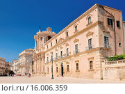 Купить «Piazza del Duomo and Cathedral of Syracuse (Duomo di Siracusa). The famous church in Syracuse Sicily Italy.», фото № 16006359, снято 25 марта 2019 г. (c) age Fotostock / Фотобанк Лори