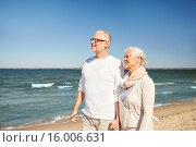 Купить «happy senior couple walking along summer beach», фото № 16006631, снято 18 августа 2015 г. (c) Syda Productions / Фотобанк Лори