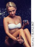 Купить «beautiful woman applying therapeutic mud in spa», фото № 16012967, снято 15 декабря 2014 г. (c) Syda Productions / Фотобанк Лори