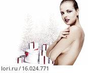 Купить «Красивая сексуальная женщина на фоне елки с подарками», фото № 16024771, снято 10 июля 2020 г. (c) Alexander Tihonovs / Фотобанк Лори