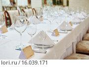 Купить «restaurant catering table with glassware», фото № 16039171, снято 14 ноября 2015 г. (c) Дмитрий Калиновский / Фотобанк Лори