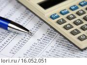 Купить «Бизнес-натюрморт. Калькулятор, ручка и таблица с цифрами», эксклюзивное фото № 16052051, снято 14 декабря 2015 г. (c) Юрий Морозов / Фотобанк Лори