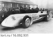 Купить «Wolverhampton, England: 1930.The Silver Bullet car at the Sunbeam Works in which racer Kaye Don will attempt to beat Seagrave´s record speed of 231 mph at Daytona Beach.», фото № 16092931, снято 27 февраля 2020 г. (c) age Fotostock / Фотобанк Лори
