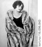 Hollywood, California: c. 1925.A portrait of actress Pola Negri. Редакционное фото, фотограф Underwood Archives / age Fotostock / Фотобанк Лори
