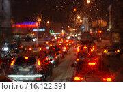 Купить «Поток машин сквозь мокрое стекло ночью в расфокусе», эксклюзивное фото № 16122391, снято 22 января 2011 г. (c) lana1501 / Фотобанк Лори