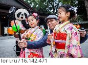 Купить «Shichi-go-san ritual, in Sanctuary of Meiji Jingu, Tokyo, Japan.», фото № 16142471, снято 15 июля 2020 г. (c) age Fotostock / Фотобанк Лори