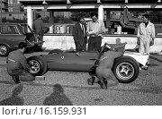 Chris Amon testing a Ferrari 312B in Modena. Стоковое фото, фотограф GP Library \ UIG / age Fotostock / Фотобанк Лори