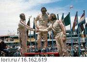VIII Gran Premio de la Republica, Argentina, 24th January 1971, podium Henri Pescarolo 2nd, Chris Amon winner and Carlos Reutemann, 3rd. Стоковое фото, фотограф GP Library \ UIG / age Fotostock / Фотобанк Лори
