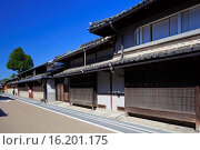 Купить «Japan, Chugoku Region, Okayama Prefecture, Tsuyama, Traditional house at city with empty street.», фото № 16201175, снято 19 февраля 2019 г. (c) age Fotostock / Фотобанк Лори