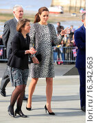 Купить «Catherine, Duchess of Cambridge visits an exhibition at the Turner Contemporary art gallery in Margate Featuring: Catherine, Duchess of Cambridge, Kate...», фото № 16342663, снято 11 марта 2015 г. (c) age Fotostock / Фотобанк Лори