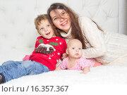 Счастливая семья. Стоковое фото, фотограф Алексей Чубов / Фотобанк Лори