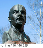 Купить «Памятник В.И. Ленину, Турку, Финляндия», эксклюзивное фото № 16446359, снято 10 мая 2013 г. (c) Александр Щепин / Фотобанк Лори