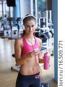 Купить «woman with headphones in fitness gym», фото № 16509771, снято 23 марта 2019 г. (c) PantherMedia / Фотобанк Лори