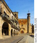 Купить «View of Plaza Mayor in Trujillo», фото № 16605535, снято 18 ноября 2014 г. (c) Яков Филимонов / Фотобанк Лори