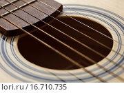 Струны на акустической гитаре. Стоковое фото, фотограф Виктор Колдунов / Фотобанк Лори