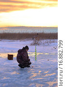 Купить «Рыбак усидчивый», эксклюзивное фото № 16882799, снято 11 апреля 2015 г. (c) Анатолий Матвейчук / Фотобанк Лори
