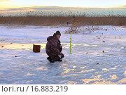Купить «Усидчивый рыбак», эксклюзивное фото № 16883219, снято 11 апреля 2015 г. (c) Анатолий Матвейчук / Фотобанк Лори