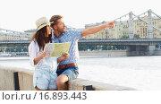 Купить «Young tourist», видеоролик № 16893443, снято 18 декабря 2015 г. (c) Raev Denis / Фотобанк Лори