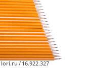 Заточенные простые карандаши на белом фоне. Стоковое фото, фотограф Кирилл Пономарёв / Фотобанк Лори