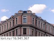 Купить «Фрагмент фасада здания в историческом центре, г. Москва», фото № 16941367, снято 20 марта 2019 г. (c) Vladimir Sviridenko / Фотобанк Лори
